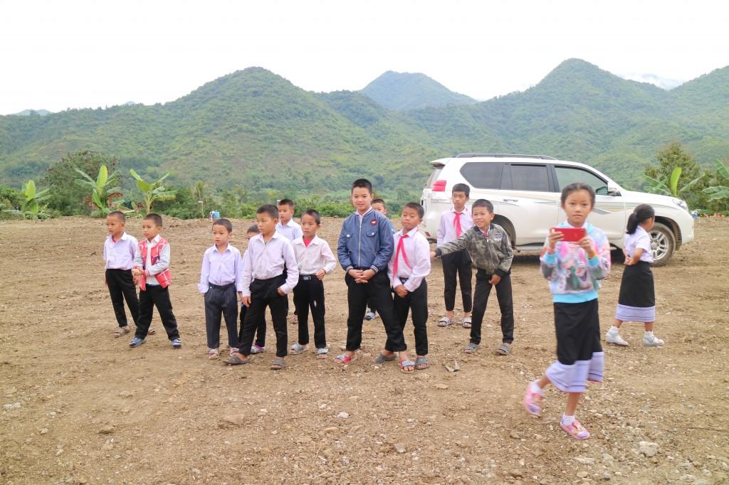 준공식에 참여한 '파이럼 초등학교' 학생들