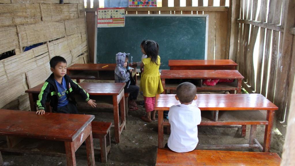 '롱엇 초등학교' 건축 전 교실