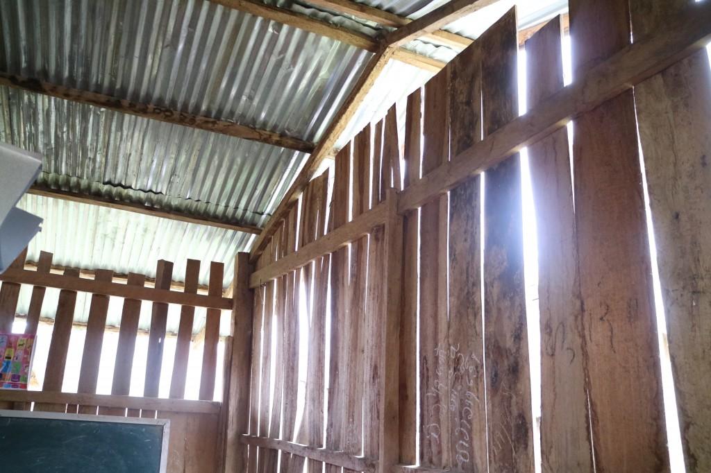 '롱엇 초등학교' 건축 전 벽면