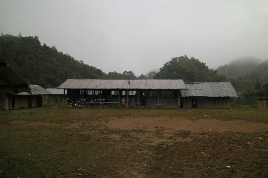 '롱엇 초등학교' 건축 전 건물