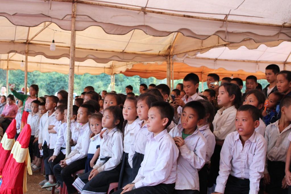 준공식에 참가한 학생들