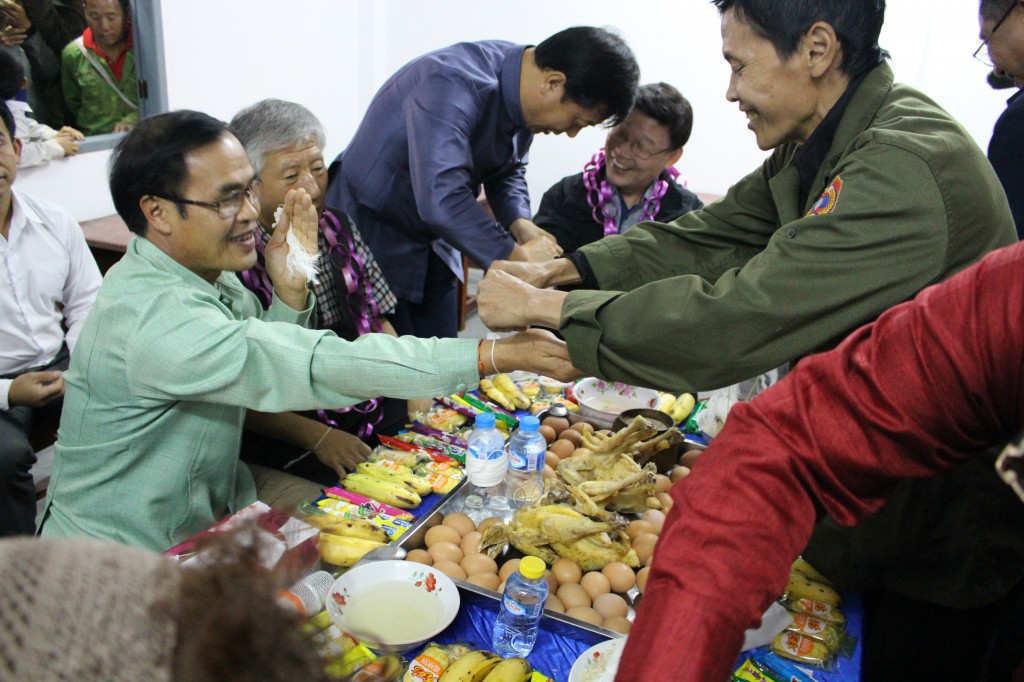 축복과 덕담을 나누는 라오스 전통행사